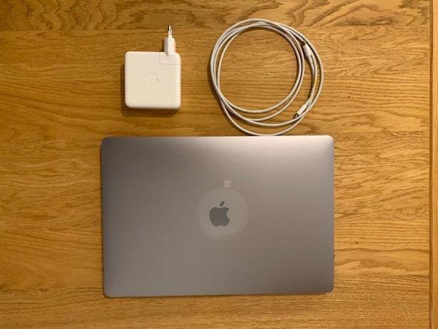MacBook Pro 15 cali (touch bar)