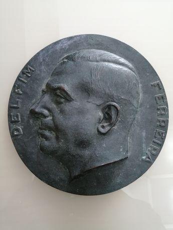 Placa de bronze - Delfim Ferreira