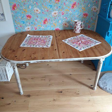 """Stół drewniany, wykonany w """"wiejskim"""" stylu"""