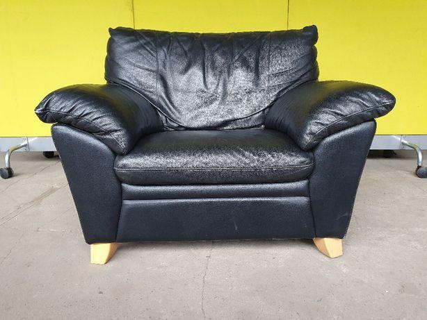 Skórzany, czarny bardzo duży fotel, wygodny