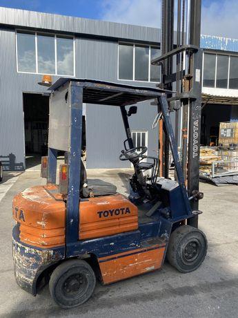 Empilhador toyota 1500 kgrs diesel com deslocador lateral