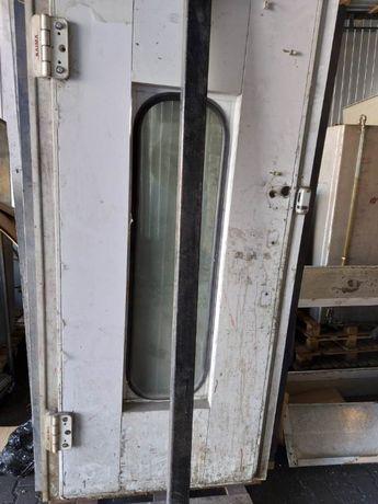 Kabina lakiernicza - drzwi serwisowe