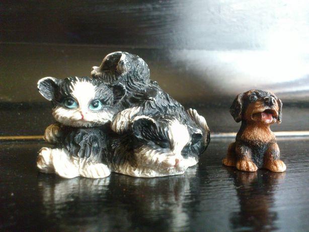 Zestaw 2 Figurki - Kotki oraz Mały Pies Bernardyn