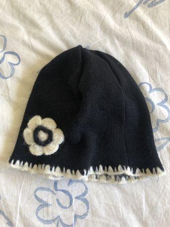 Gorro preto com flor