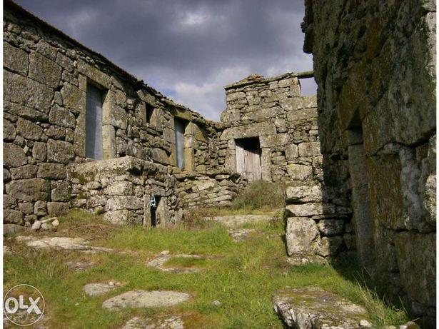 vende-se casas em aldeia antiga de murça