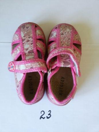 Розовые сандалики из ткани на девочку на липучках KOTOFEY. Размер 23.
