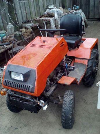 продам мини трактор АМЖК 8 со всем навесным и прицепом почти новый