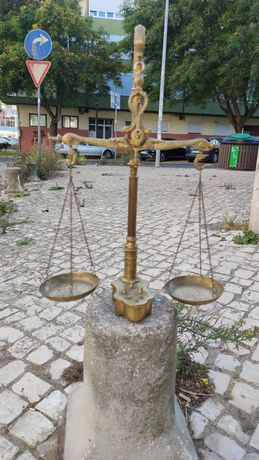 Balança antiga / vintage em latão decorativa
