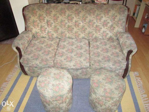 Sofá de 3 lugares com 2 pufs