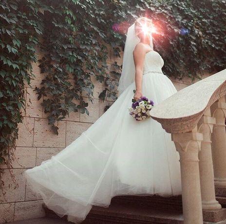 Свадебное платье со шлейфом не венчаное!!!
