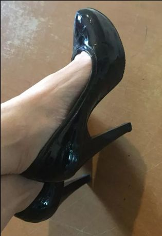 Туфли кожаные 37 р состояние новых каблук 8 см устойчивый