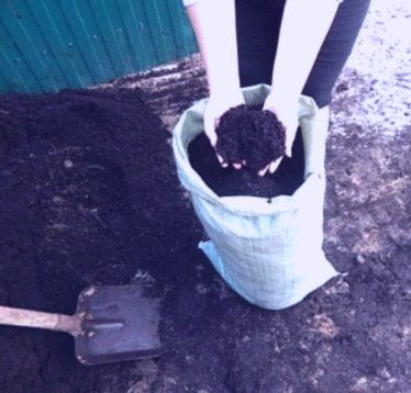 Перегной чернозем насыпью и в мешках жерства торф песок щебень
