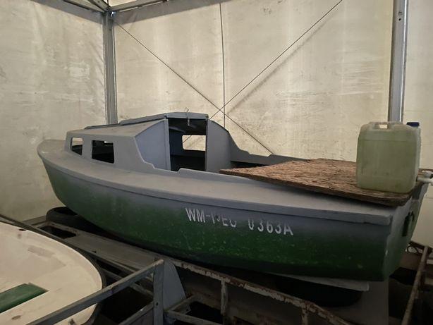 Łódz kabinowa wędkarska