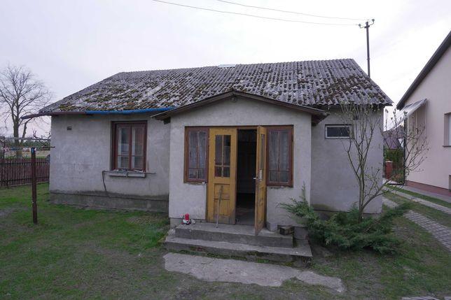 Stary dom drewniany z bali (obmurowany) do rozbiórki