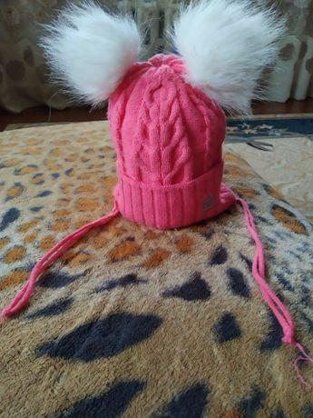 продам зимову шапачку для дівчинки від 1 до 4 років