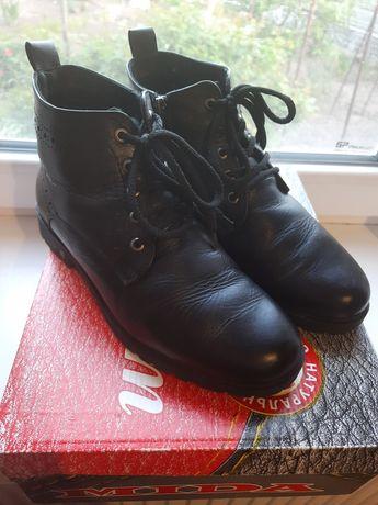 Продам зимние ботинки  Мида
