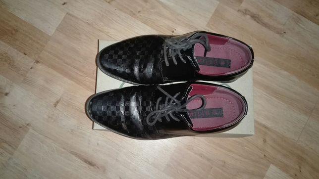 Buty chłopięce czarne komunijne