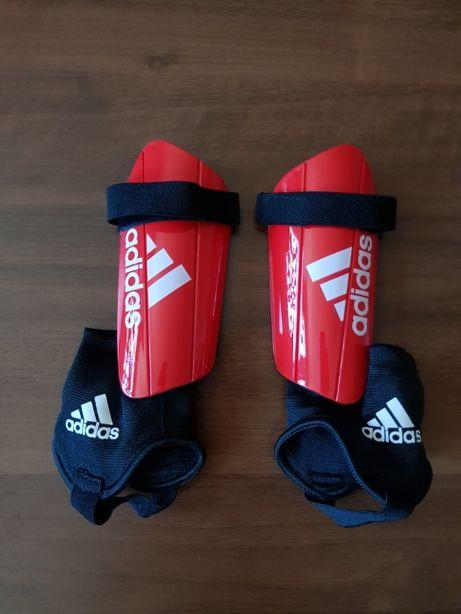 Adidas ochraniacze na piszczele