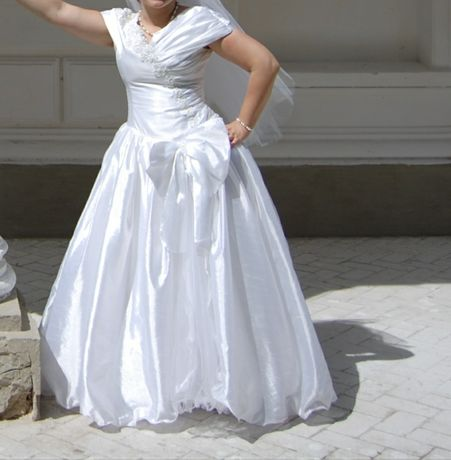 Свадебное платье + подарок фата и сумочка