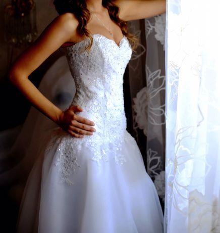 Нежнейшее свадебное платье! С фатой и шлейфом