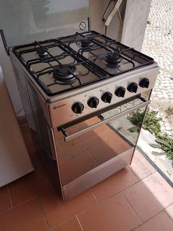 Fogão Meireles a gás e forno eléctrico