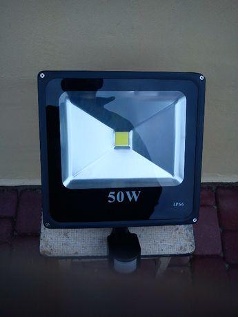 HALOGEN Lampa Naświetlacz LED 50W z czujnikiem ruchu