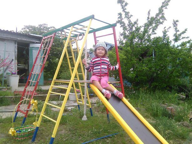 Детская горка-домик для частного дома