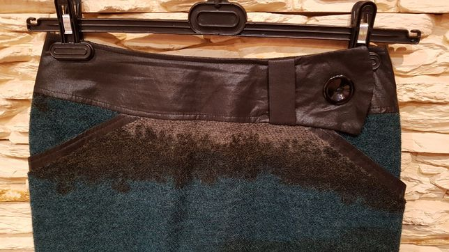 Wełniana spódniczka MIDORI ze skórzanymi wstawkami r.38