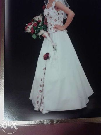 Suknia ślubna - haftowany gorset