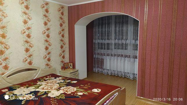Продам трикімнатну квартиру в Липовці з ремонтом
