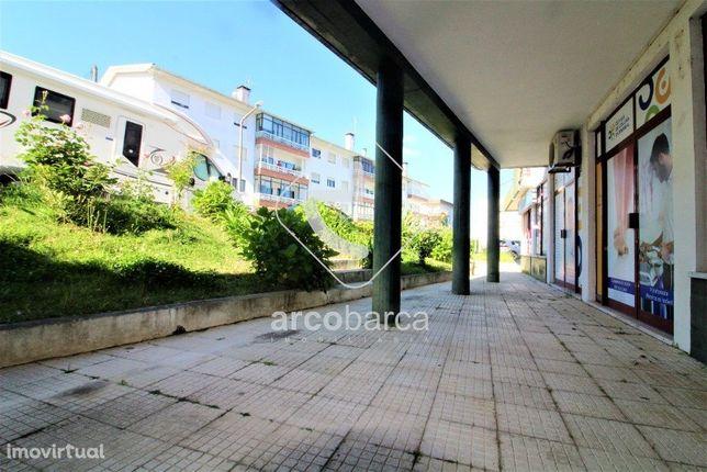 Loja  Em Ponte de Lima com 305m2 de área, duas  casas de banho, duas e