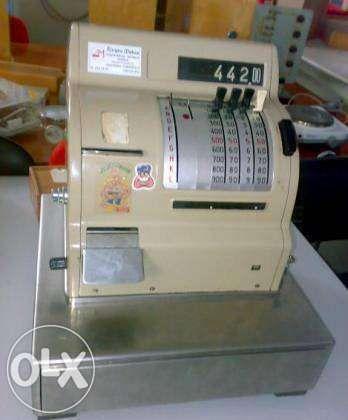 Máquina registadora antiga a funcionar HUGIN