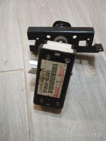 Кронштейн крепление запасного колеса 51900-60243