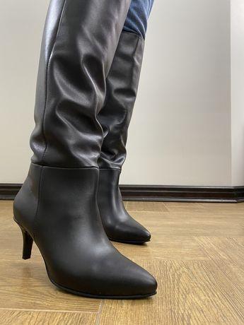Черные высокие сапоги из натуральной кожи 38 размер