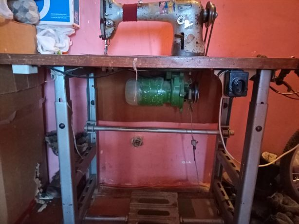 Швейная производственная машинка