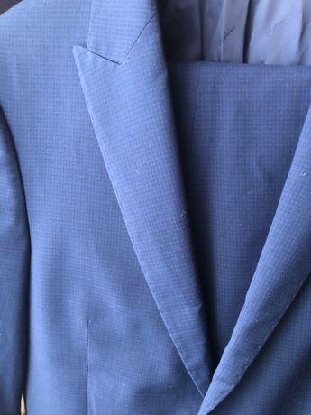 Продам темно-синий мужской костюм