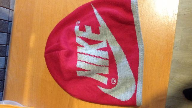 Шапка Nike демисезонная