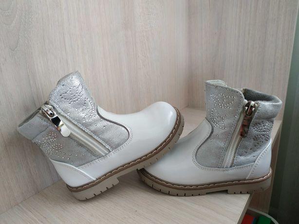 Дитячі черевички на дівчинку