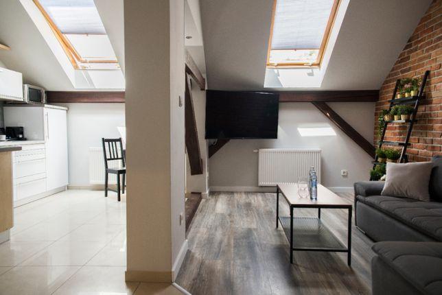 Dwupoziomowy apartament do 8 osób z jacuzzi