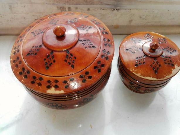 Две деревянные шкатулки