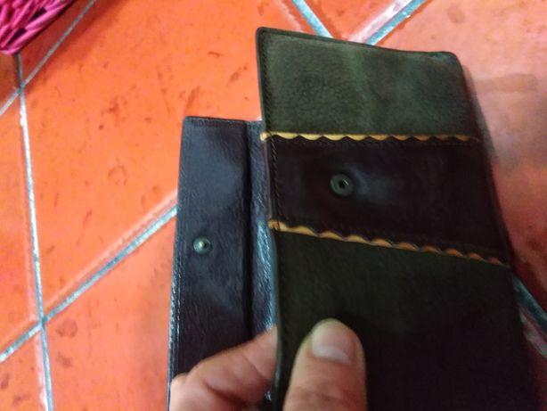 Carteira nova en couro em castanho escuro com uma faixa no meio mais e