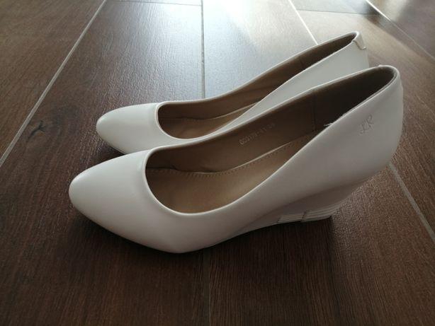 Buty białe koturn roz. 39
