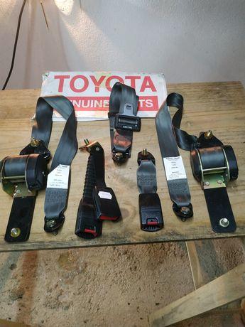 Toyota Hilux, cintos de segurança.