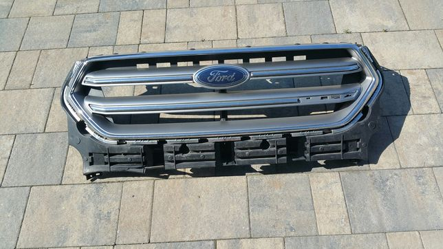 Gril ford kuga escape 2017r