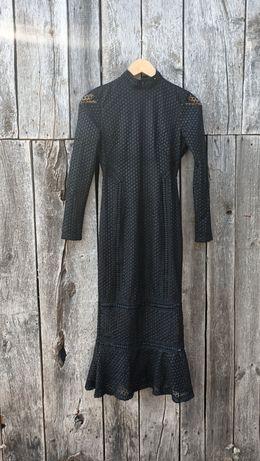 Czarna ażurowa sukienka midi