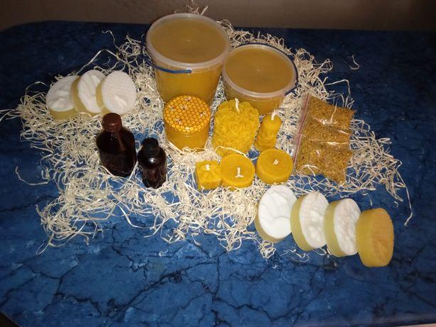 Восковые свечи, медовое мыло, прополис, пыльца, мед, масловоск