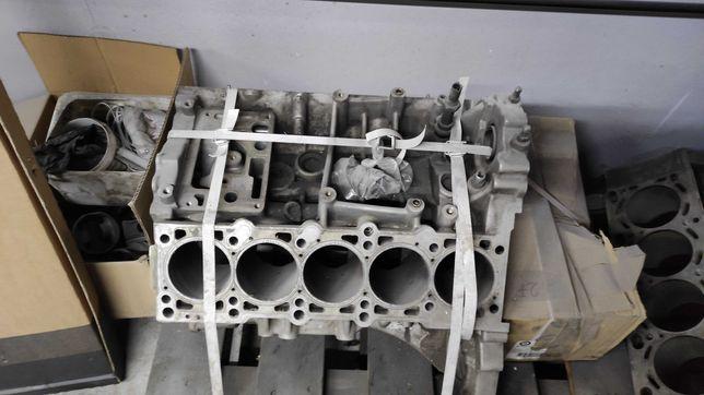 blok silnika v10 stolik
