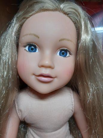 Красивая и милая куколка.