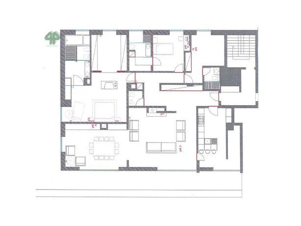 Apartamento T3 com terraço, com obras de remodelação tota...