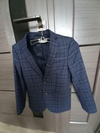 Стильный пиджак для школьника на 7-8 лет. Цена 180 грн.